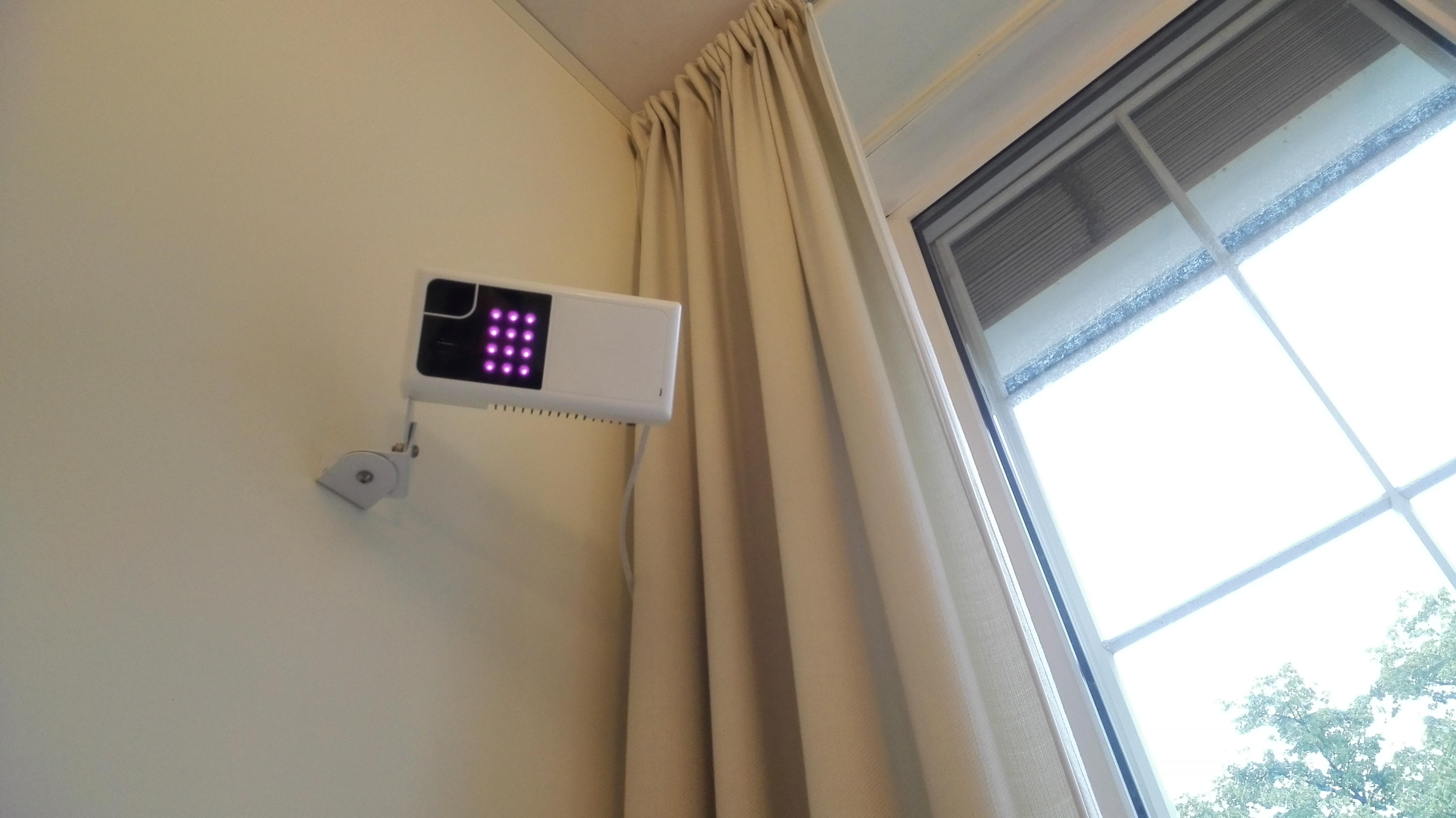 Anonymisert kamera som registrerer hvis du har falt på gulvet eller for eksempel gått ut av sengen og kan varsle noen om dette.